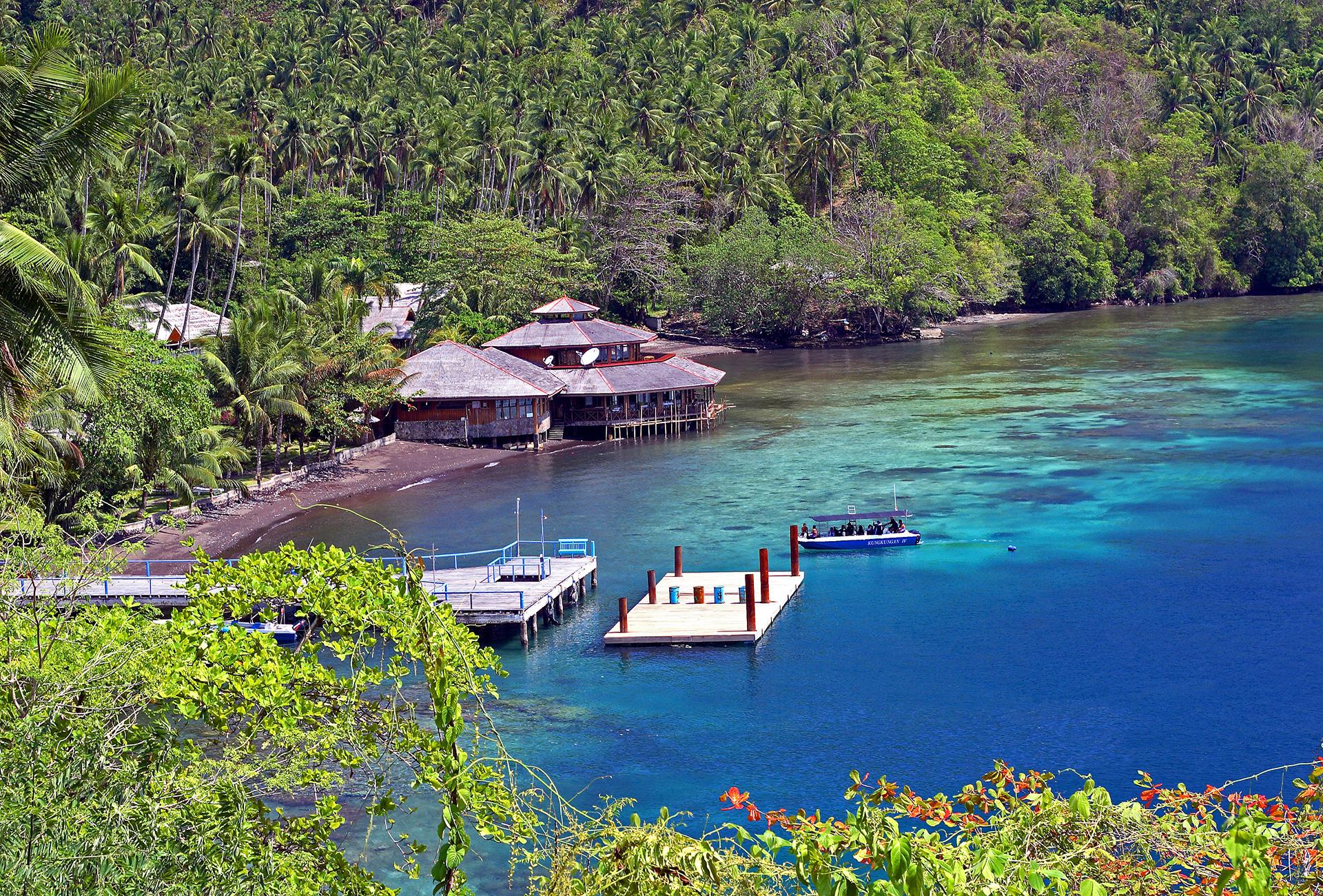 """Reisen – Sulawesi – """"Lembeh Strait mit dem Mutterschiff an Land"""""""