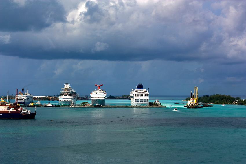 Kreuzfahrtschiffe im Hafen von Nassau