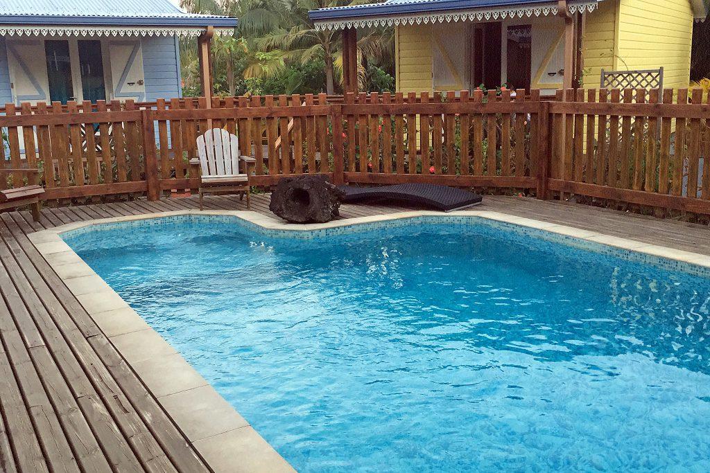 La Réunion - Pool und Chalet des Hotels Puit des Français in Saint-Philippe