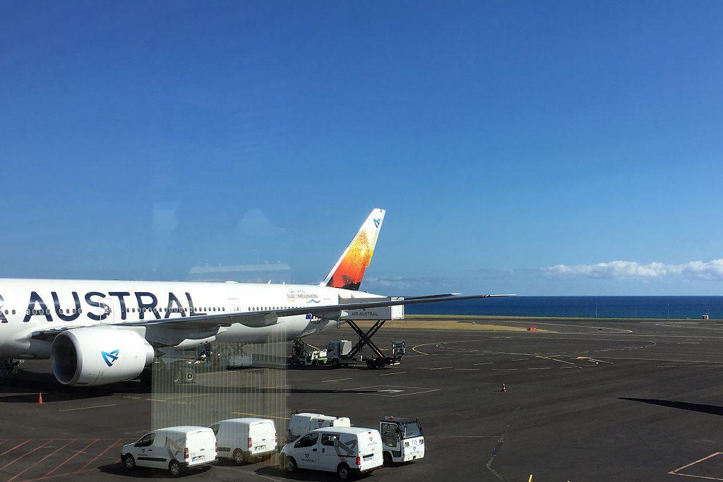 La Réunion - Air Austral auf dem Rollfeld des Flughafen Roland Garros in Saint-Denis
