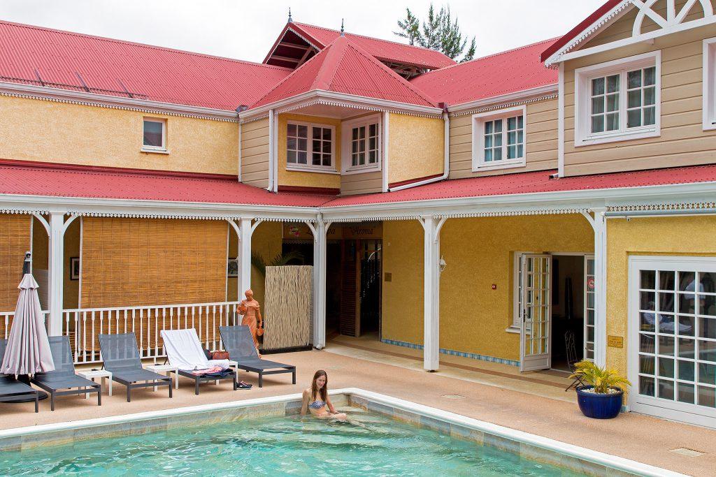 La Réunion - Pool des Hotel Le Cilaos im gleichnamigen Ort Cilaos