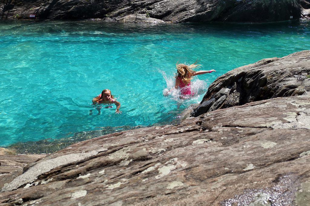 Les Marécottes - Schwimmbad in Les Marécottes im Kanton Wallis in der Schweiz