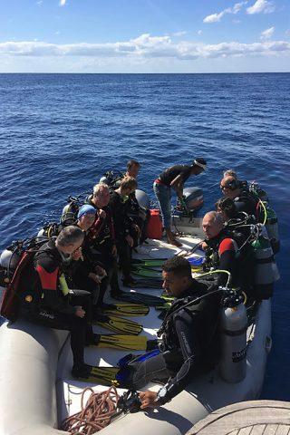 Rotes Meer - Schlauchboot mit Tauchern